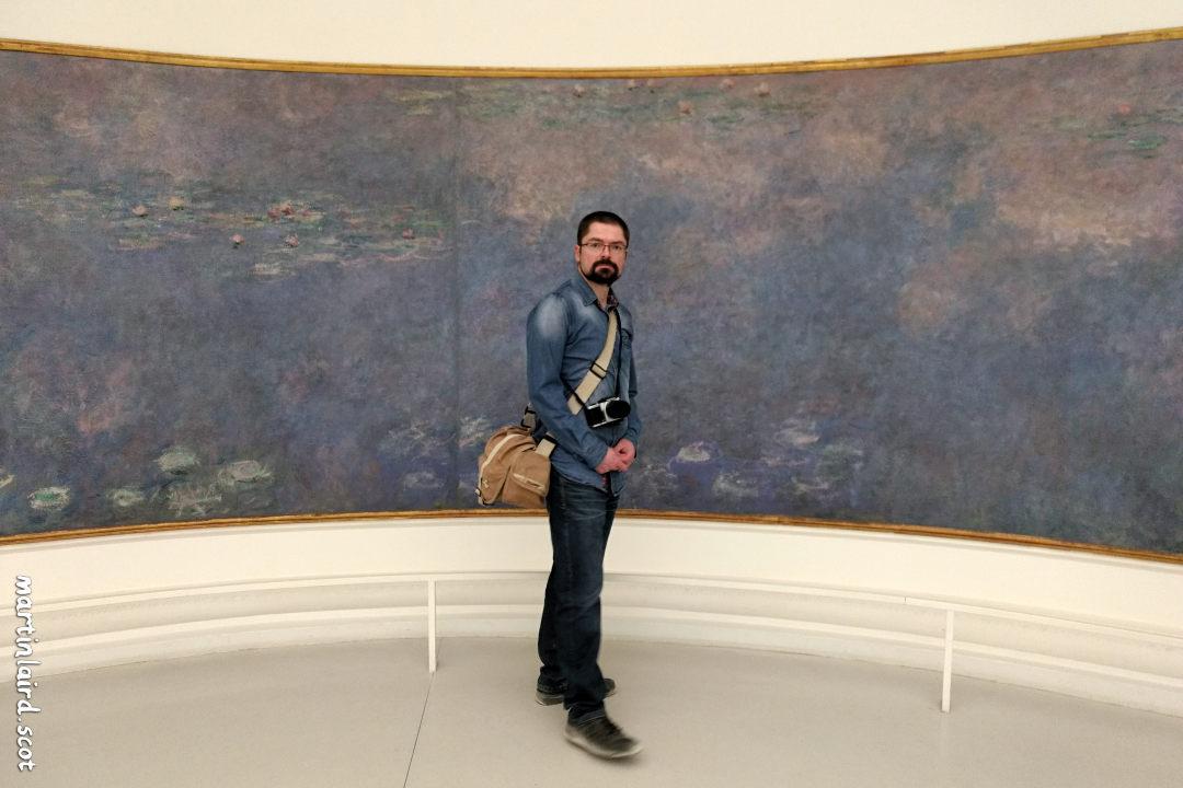 Martin Laird with Monet's waterlilies. Musée de l'Orangerie, Paris, 2019.